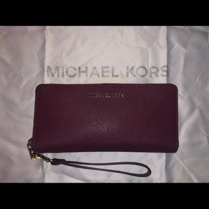 LIKE NEW Michael Kors Continental wallet
